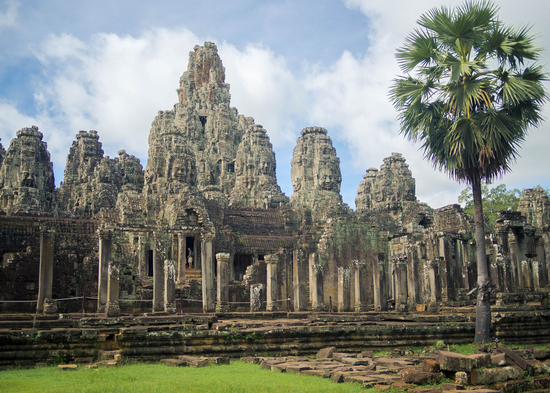 bayon-temple-siem-reap-angkor-wat-cambodia-face-temple-whole-picture-l